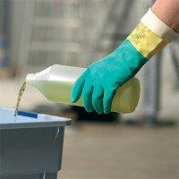 использование хозяйственных резиновых перчаток