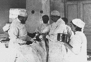 история появления первых медицинских перчаток