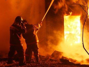 От чего защищает боевая одежда пожарного?