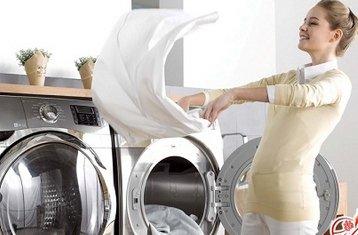 Процесс очищения вещей от загрязнений