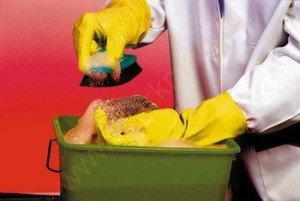 применение резиновых хозяйственных перчаток