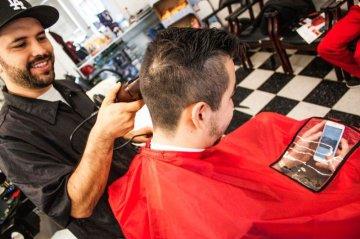 Для чего нужны парикмахерские пеньюары?