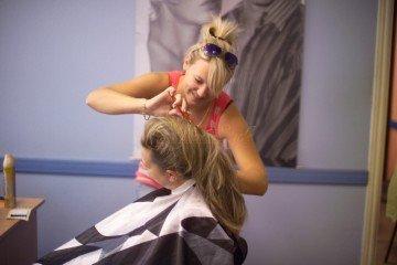 Как подобрать стильную спецодежду для парикмахера?