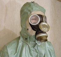Защитный костюм-устройство и применение